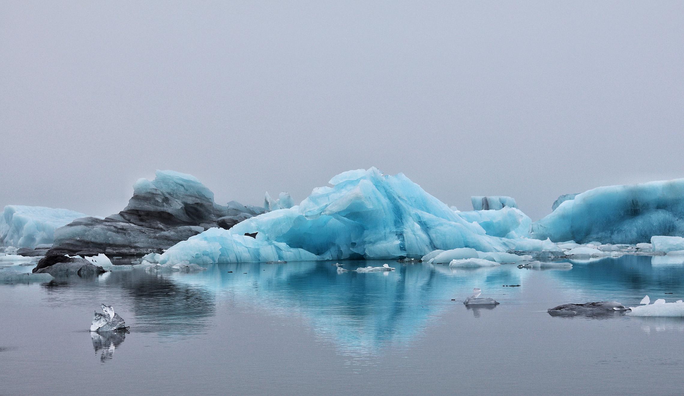 Meret lämpenevät ja pinnan nousu kiihtyy – jään ja lumen määrä vähenee